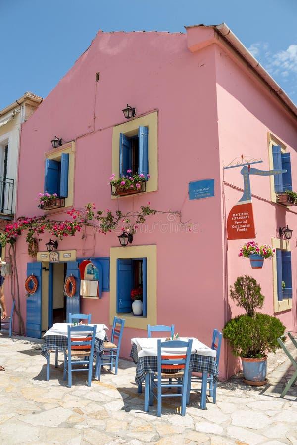 Taverna griego tradicional en la calle en Lefkada imagen de archivo