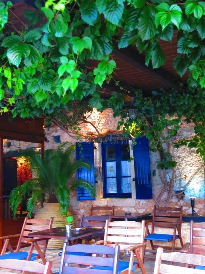 Taverne grecque dans la baie de Sivota photos libres de droits