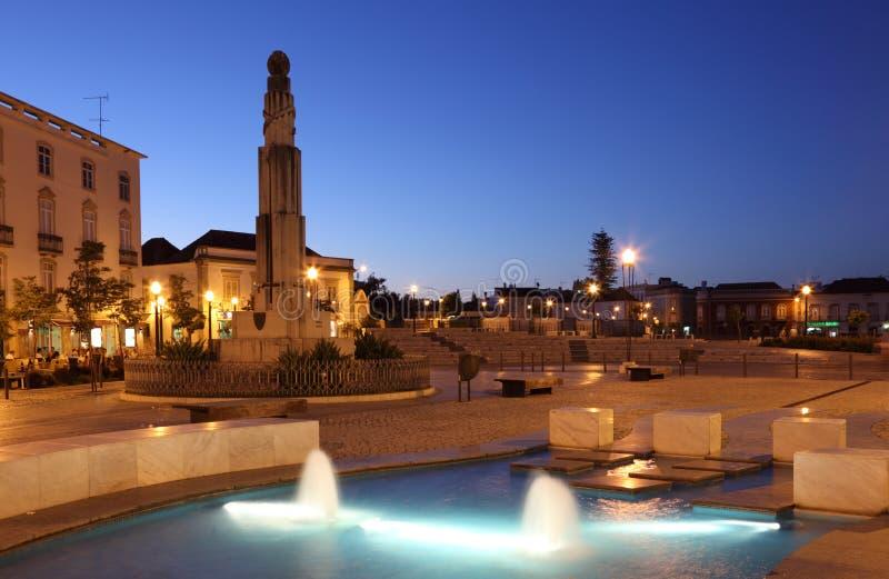Tavira在晚上。阿尔加威,葡萄牙 库存图片