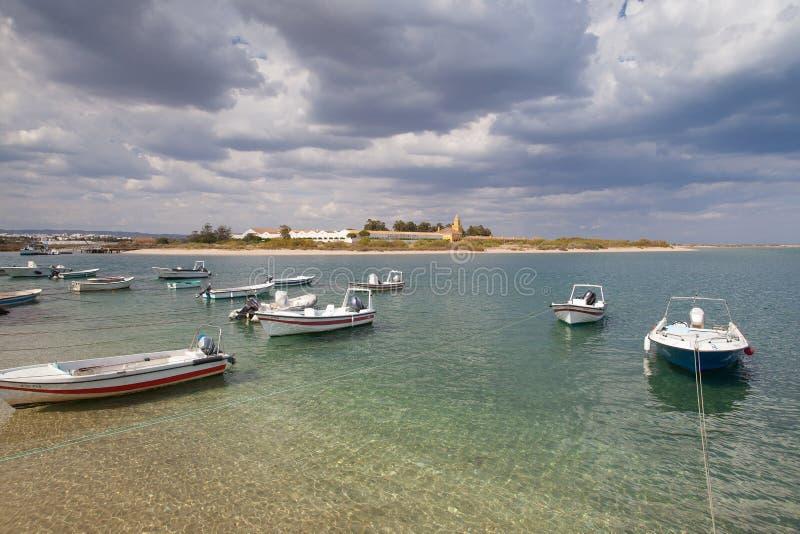 Tavira看法通过Gilao河的南部的葡萄牙人的co 图库摄影