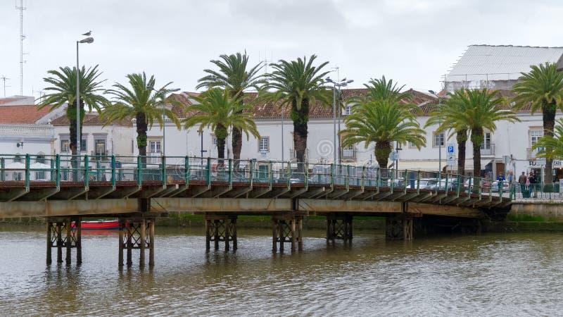 TAVIRA,南部的ALGARVE/PORTUGAL - 3月8日:在Ri的桥梁 库存图片