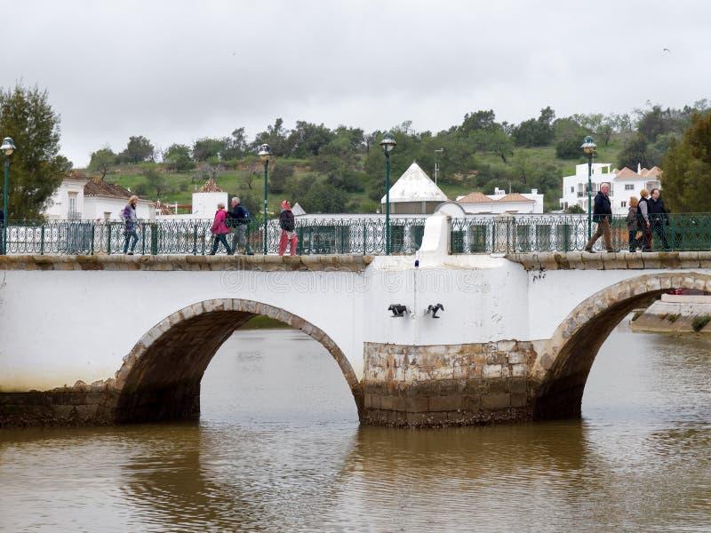TAVIRA,南部的ALGARVE/PORTUGAL - 3月8日:在Ri的桥梁 免版税图库摄影