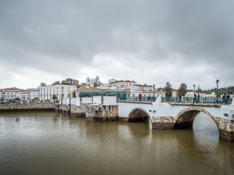 TAVIRA,南部的ALGARVE/PORTUGAL - 3月8日:在Ri的桥梁 免版税库存照片