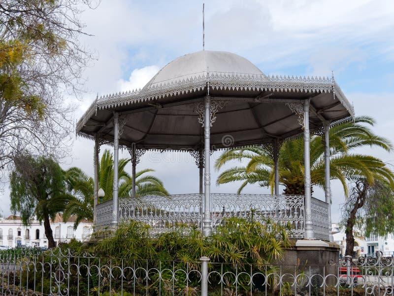 TAVIRA,南部的ALGARVE/PORTUGAL - 3月8日:演奏台在Tavir 库存照片