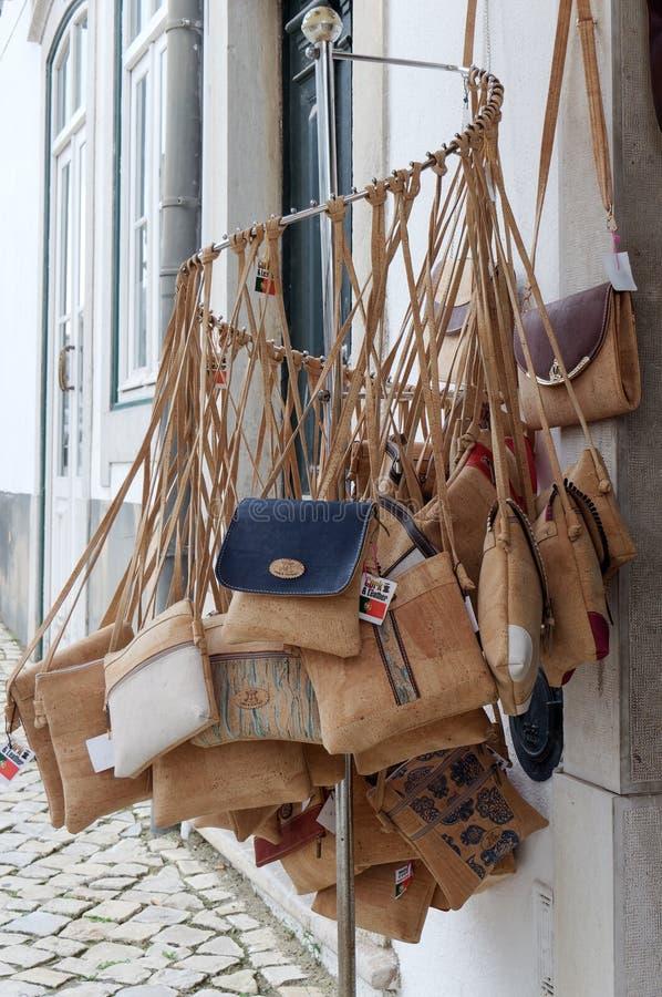 TAVIRA,南部的ALGARVE/PORTUGAL - 3月8日:黄柏提包为 图库摄影