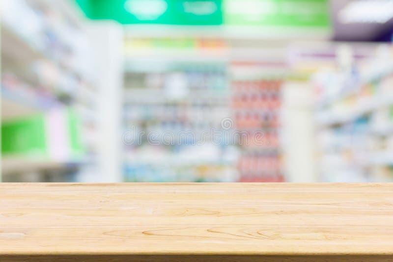 Tavola del contatore della farmacia della farmacia con il fondo dell'estratto della sfuocatura immagine stock