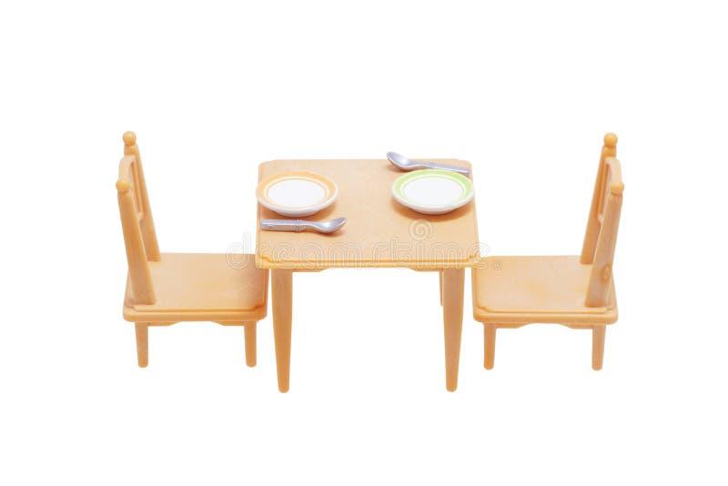 Tavola del giocattolo con i piatti e le sedie fotografia stock