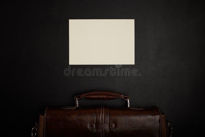 Tavola dell'ufficio con gli accessori fotografia stock
