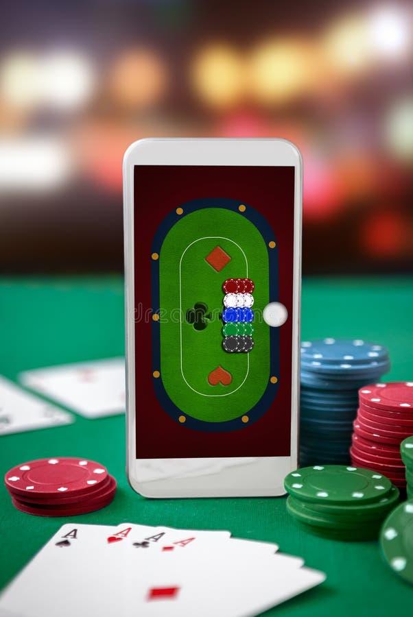 Tavola della mazza sullo schermo dello smartphone fotografia stock libera da diritti