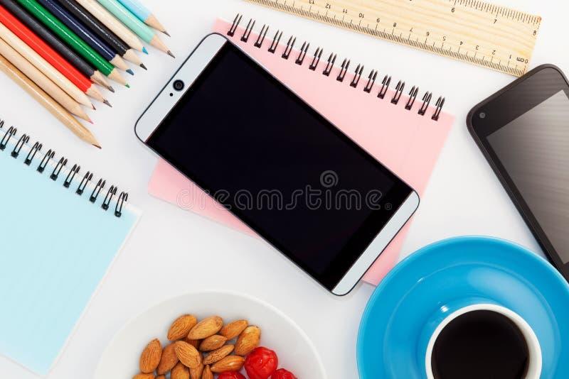 Tavola della scrivania del posto di lavoro di affari e degli oggetti business, Ima immagine stock libera da diritti