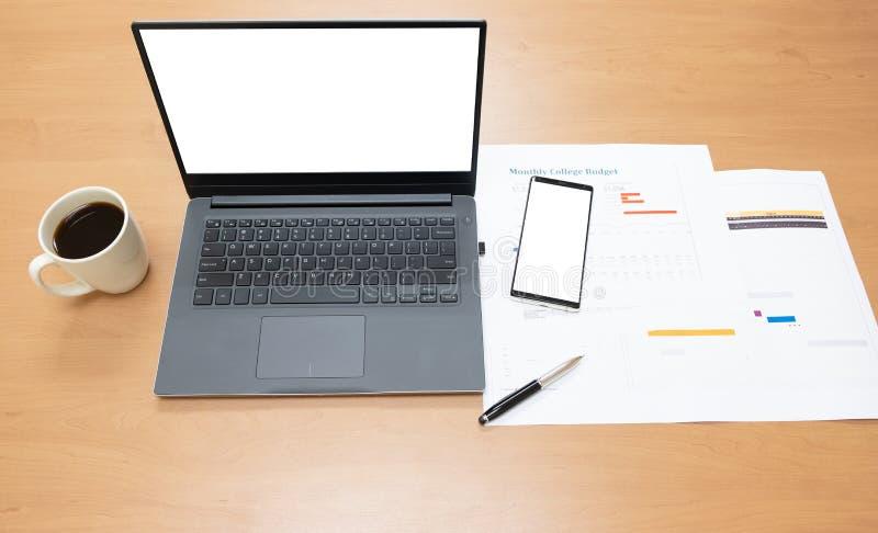 Tavola della scrivania ed attrezzatura come labtop, o posto di lavoro di affari fotografia stock