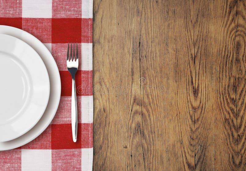 Tavola di cena con la vista superiore del piatto della regolazione fotografia stock libera da diritti