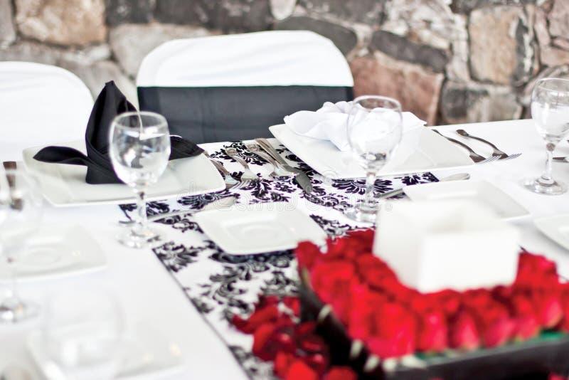Download Tavola Di Evento Sociale Con Il Centro Fotografia Stock - Immagine di nozze, fiori: 55359640