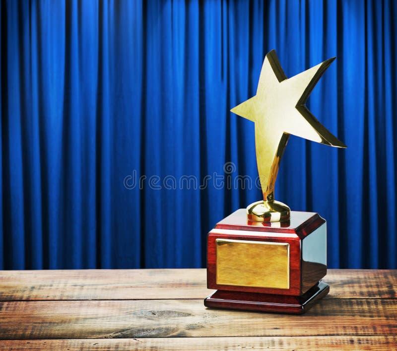 Tavola di legno del premio della stella fotografie stock