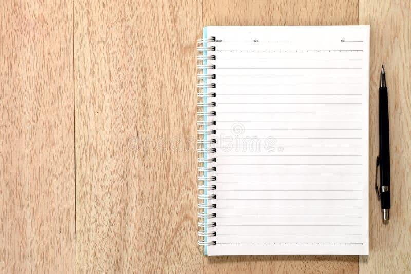 Tavola di legno della scrivania di affari fotografia stock libera da diritti