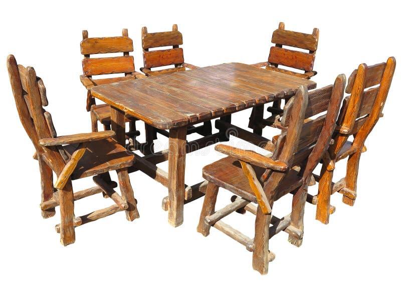 Tavola di legno fatta a mano d'annata e sedie isolate sopra bianco fotografia stock