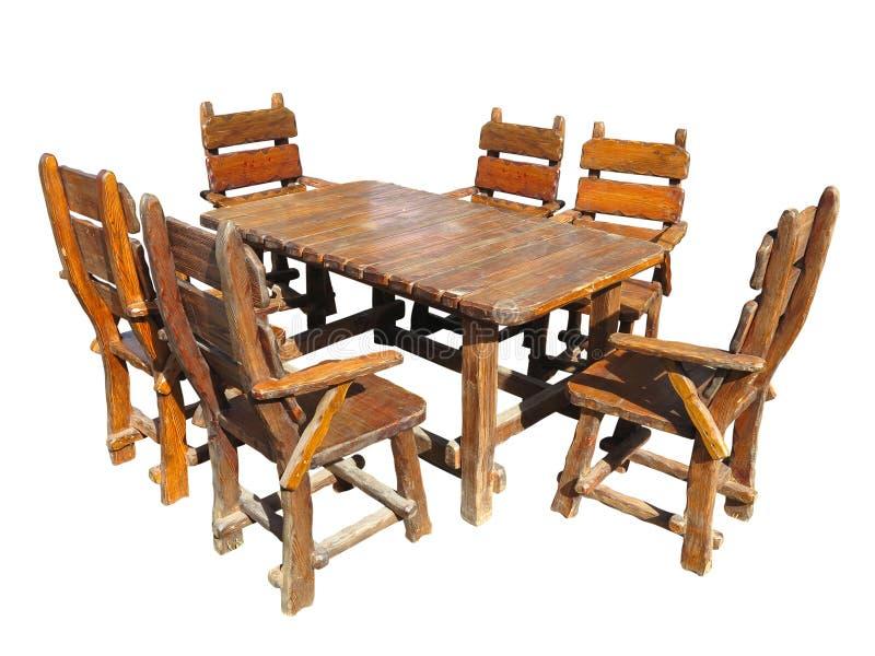 Tavola di legno fatta a mano d'annata e sedie isolate sopra bianco fotografie stock