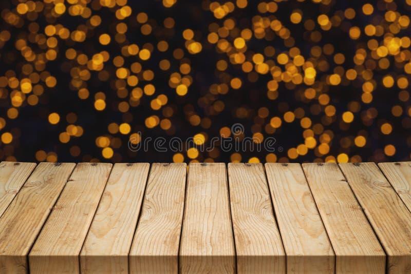 Tavola di legno vuota sopra il fondo festivo del bokeh immagini stock