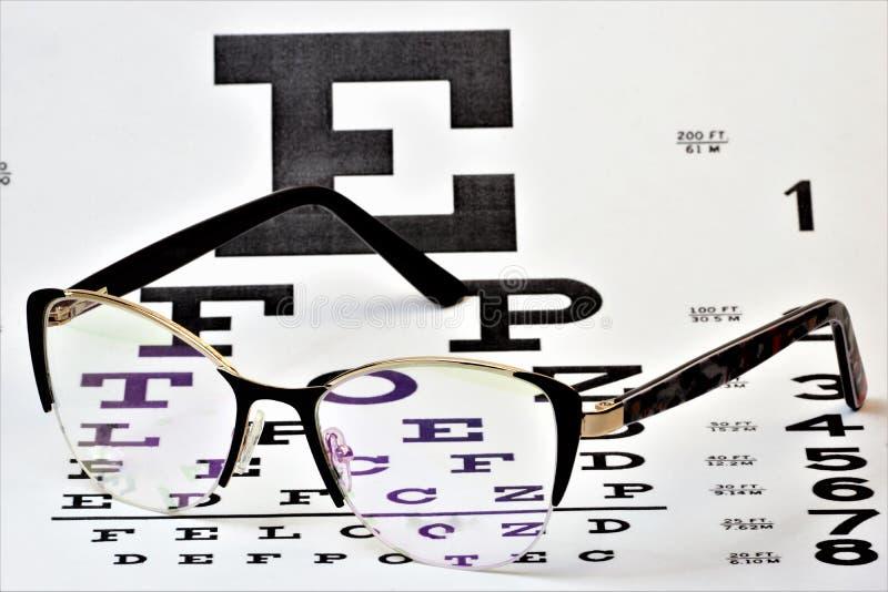 Tavola di ottica di vetro di visione e controllare la salute della vista Vetri - un dispositivo ottico destinato per correggere v immagini stock libere da diritti