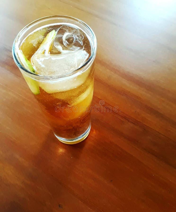 Tavola di vetro del tè di ghiaccio immagini stock libere da diritti