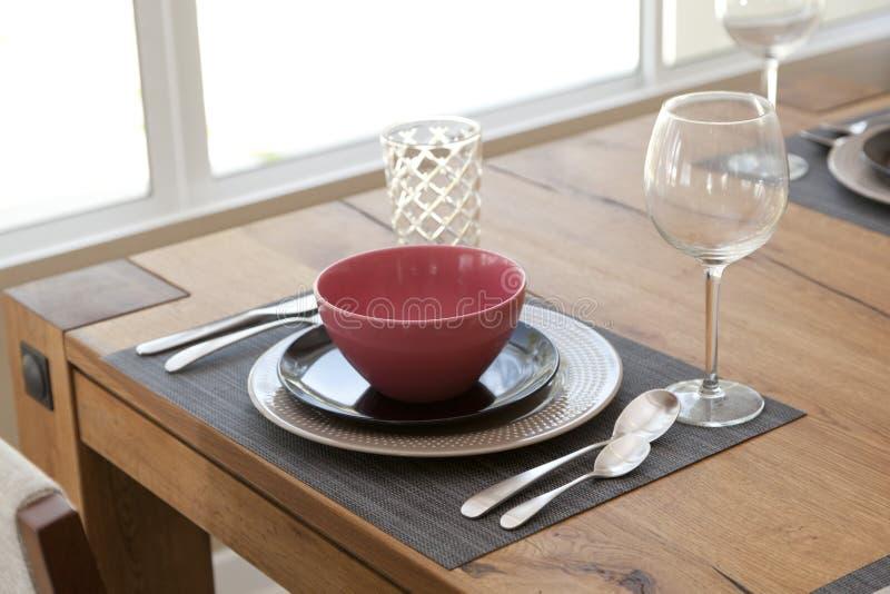 tavola installata per stanza dinning fotografie stock