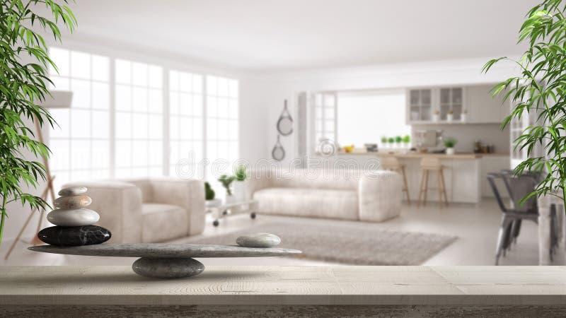 Tavola o scaffale d'annata di legno con equilibrio di pietra, sopra il salone e la cucina scandinavi vaghi, feng shui, archit di  fotografie stock