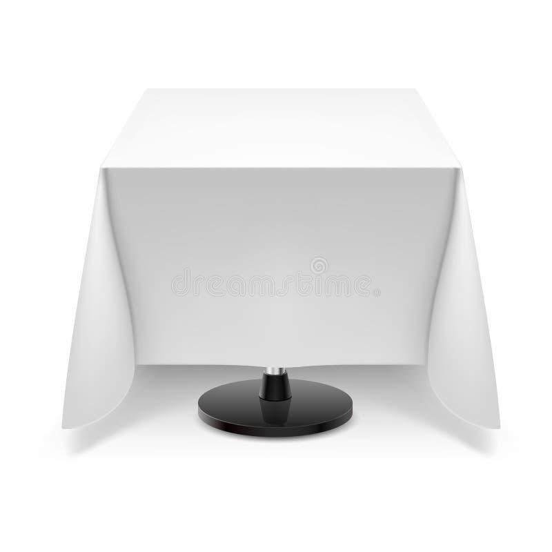 Tavola quadrata con la tovaglia bianca illustrazione di - Tovaglia tavolo quadrato ...