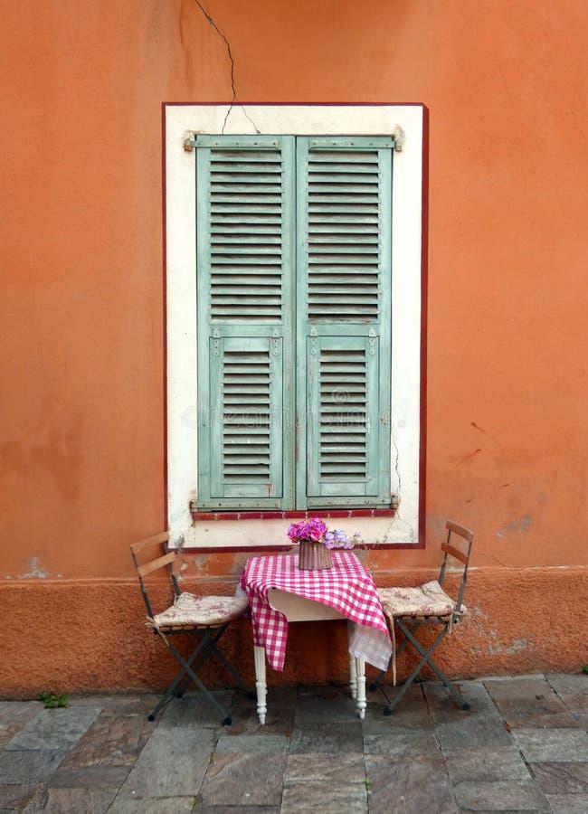 Tavola romantica per due in Francia fotografie stock