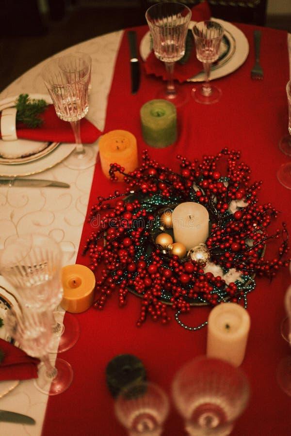 Tavola servita per il nuovo anno fotografia stock libera da diritti
