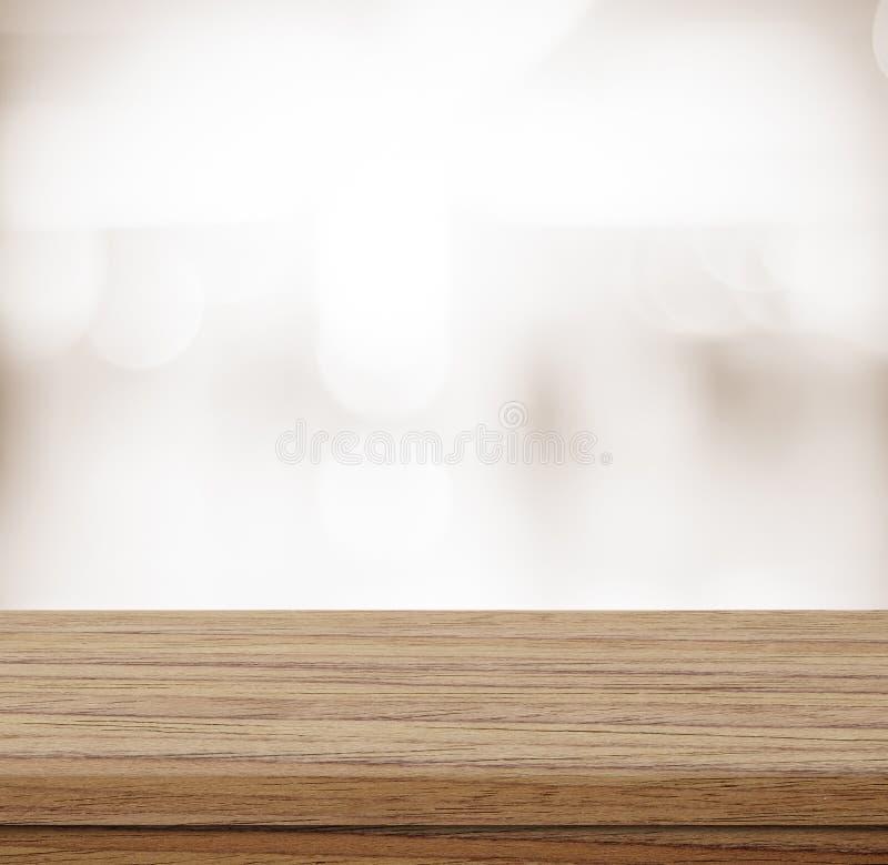 Tavola vuota sopra il fondo dell'estratto della sfuocatura, esposizione del prodotto fotografia stock libera da diritti