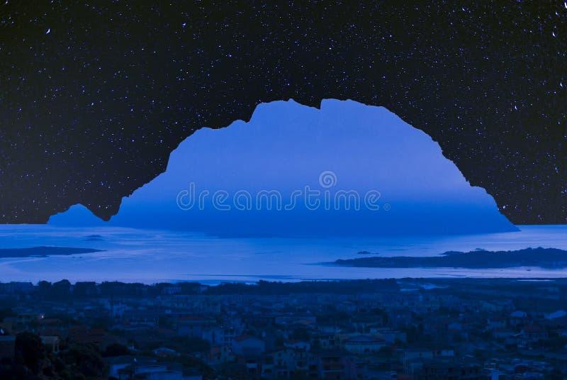 Tavolara蓝色海岛 库存图片