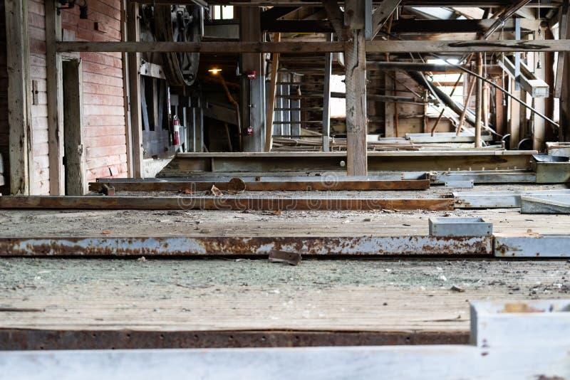 Tavole dell'agitatore dentro la miniera abbandonata di Kennicott Ciò era una miniera di rame immagini stock