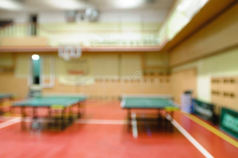 Tavole di tennis in palestra fotografie stock