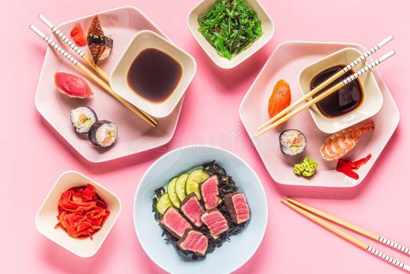 Tavolo con cibo giapponese tradizionale fotografia stock