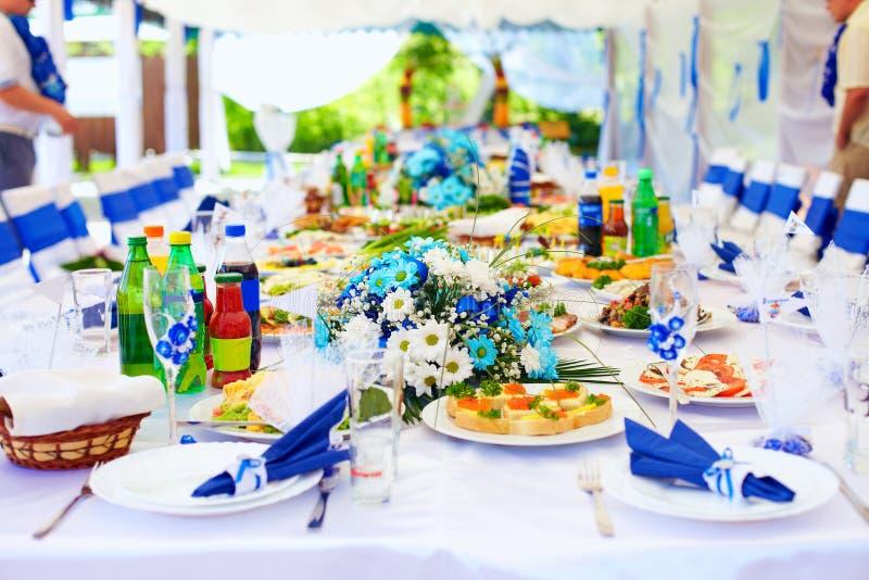 Tavolo luminoso di ricchezza sul partito di evento fotografia stock