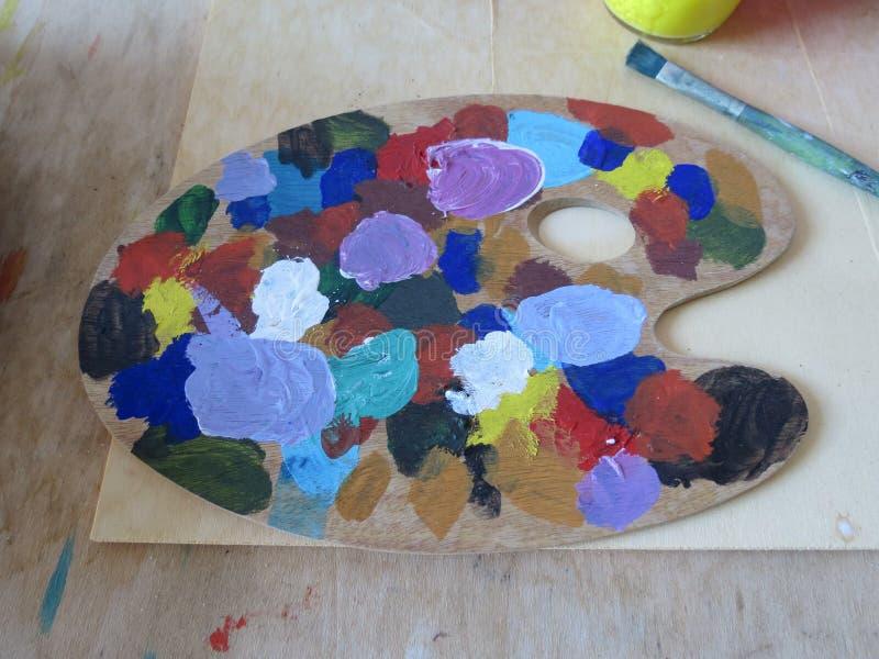 Tavolozza di colori dell'olio immagine stock