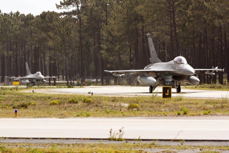 Taxação do F16 de 2 portuguêses. imagem de stock royalty free