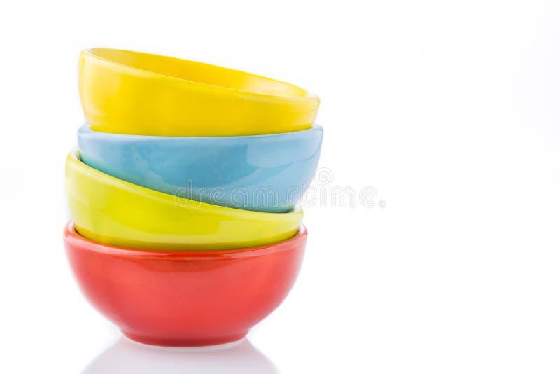Taxas cerâmicas de cores sortidos empilhadas fotografia de stock royalty free