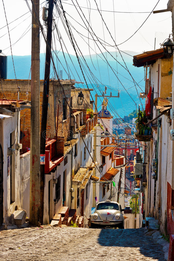 Taxco,墨西哥建筑学和出租汽车  库存照片
