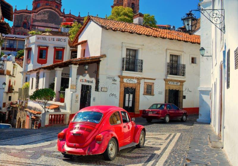 Taxco,墨西哥建筑学和出租汽车  库存图片