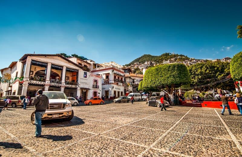 Taxco, Мексика - 9-ое ноября 2010 Улица известного мексиканского touristic города стоковая фотография