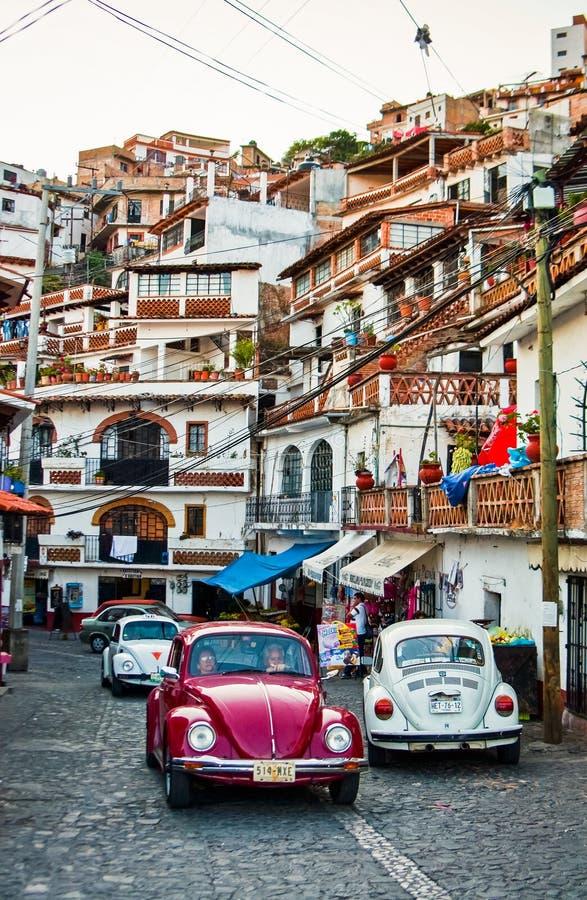 Taxco, Мексика - 9-ое ноября 2010 Улица известного мексиканского touristic города стоковое фото rf