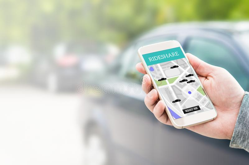 Taxi app de Rideshare en la pantalla del smartphone imagen de archivo