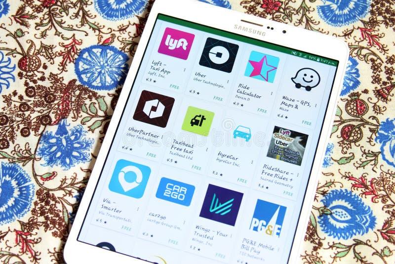 Taxi apps op googlespel stock foto