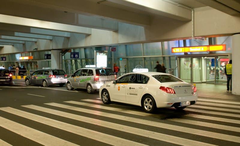Taxi bij de Luchthaven royalty-vrije stock afbeeldingen