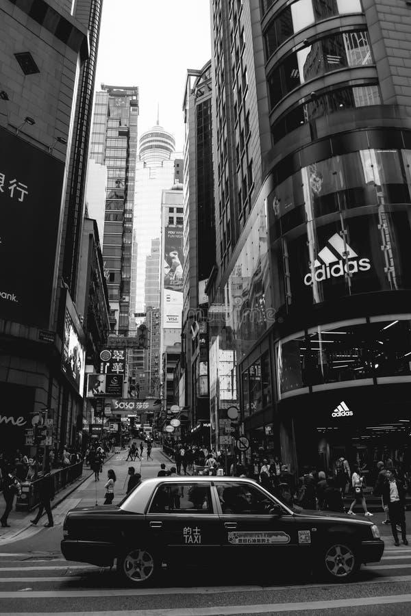 Taxi che aspetta su un attraversamento in Cina immagini stock libere da diritti