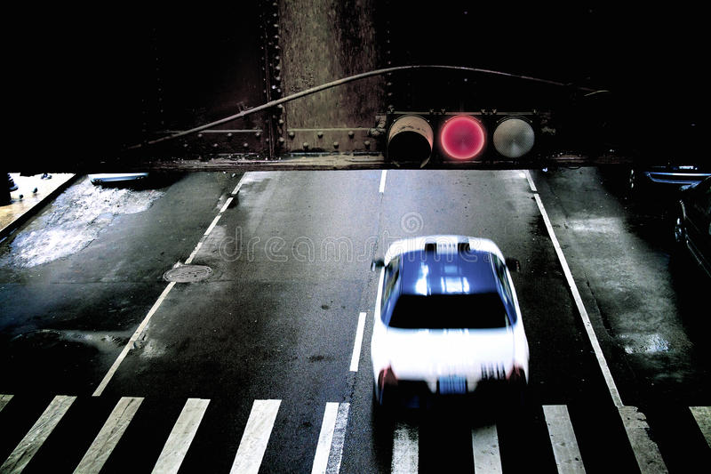 Taxi che esegue luce rossa fotografia stock