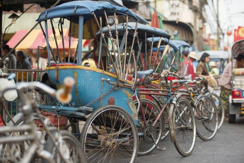 TAXI DE LA BICICLETA DE ASIA TAILANDIA BANGKOK NOTHABURI TRANSORT imagen de archivo libre de regalías