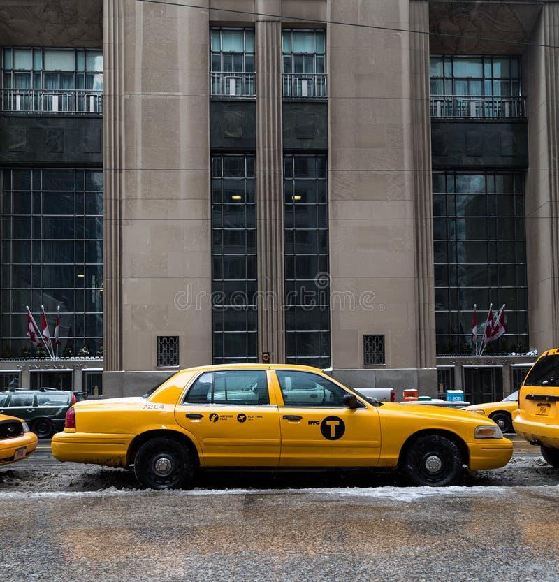 Taxi de New York City y un tranvía fotografía de archivo libre de regalías