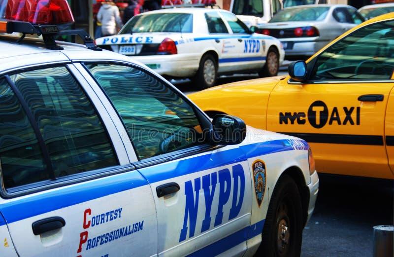 Taxi de Nueva York y coches policía de NYPD imagenes de archivo